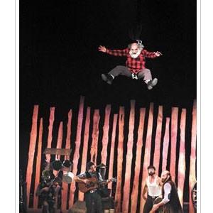 加拿大阿爾馮斯馬戲團 擲斧頭踩圓木 伐木樂園懷舊又創意
